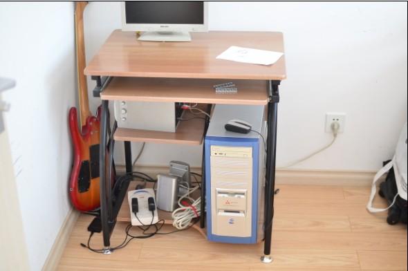 电脑桌1.jpg
