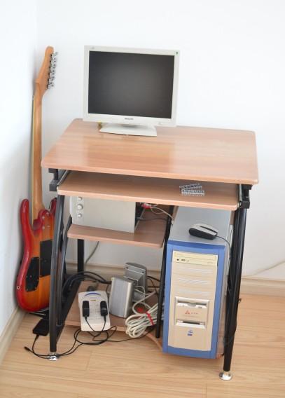 电脑桌2.jpg