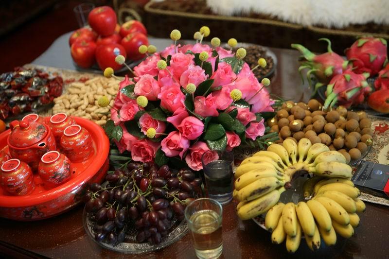 爸爸妈妈精心准备的水果和干果~鲜花是姐姐送地~